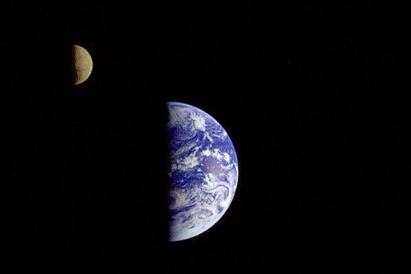 Tierra y Luna Voyager 1