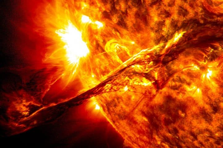 llamarada solar. Clima Espacial
